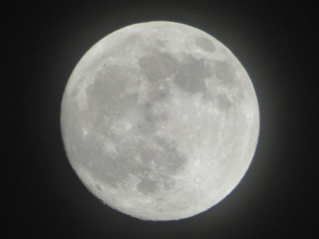 full moon at 21:19 PM 090120 2560x1920